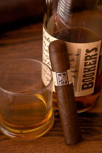 Liga Privada No. 9 & Booker's Bourbon Drew Estate Cigars Whiskey And Cigars Cigarstagram Bourbon Whiskey Whisky Check This Out Taking Photos Relaxing