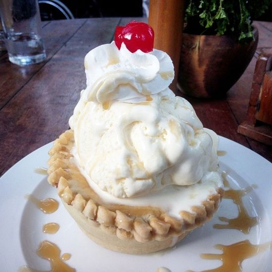 Apple pie :) ?? Applepie Pie Yummy Dessert food bagofbeans tagaytay travel