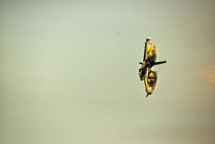 Airshowphotography Avgeek Aviationphotography F16 Aircraft F16fightingfalcon Outdoors Soloturk Wake Turbulence