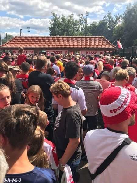 Union Berlin Fan Alte Försterei Fussball Eisern Union Fan Group Of People Crowd Large Group Of People Real People Men Cloud - Sky Day Arts Culture And Entertainment