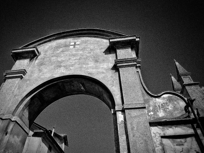 San Colombano al Lambro, Marzo 2019 Blackandwhite Outdoors Town Sky Low Angle View Arch Architecture Built Structure