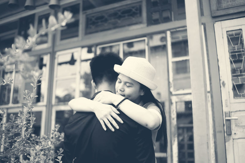 Coffee Shop Scene Couple Hug Love Moments Outdoors Streetphotography Young First Eyeem Photo The Street Photographer - 2016 EyeEm Awards