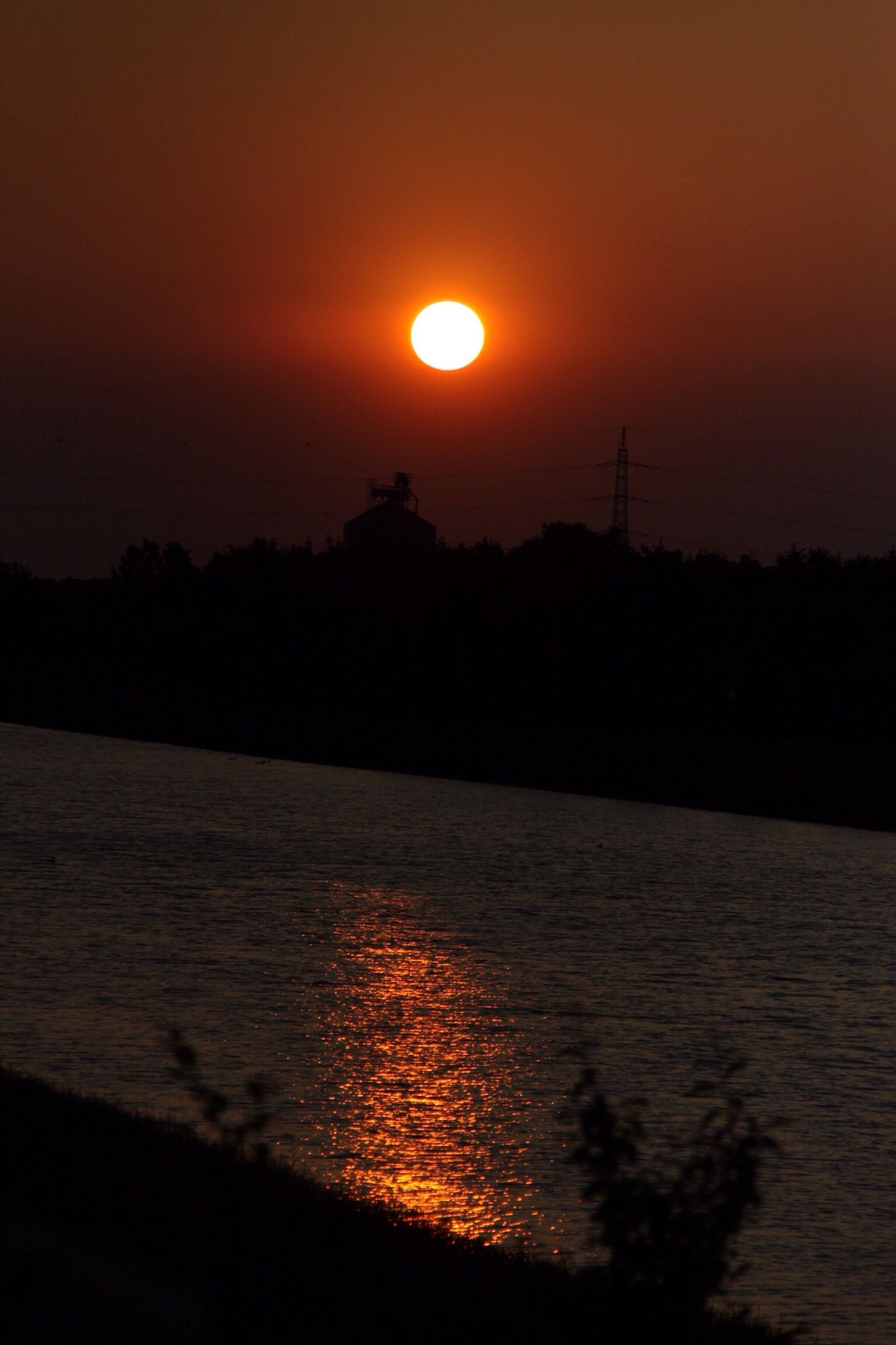 sunset, sun, orange color, water, silhouette, scenics, tranquil scene, tranquility, beauty in nature, sky, reflection, idyllic, nature, lake, river, waterfront, sea, outdoors, rippled, no people