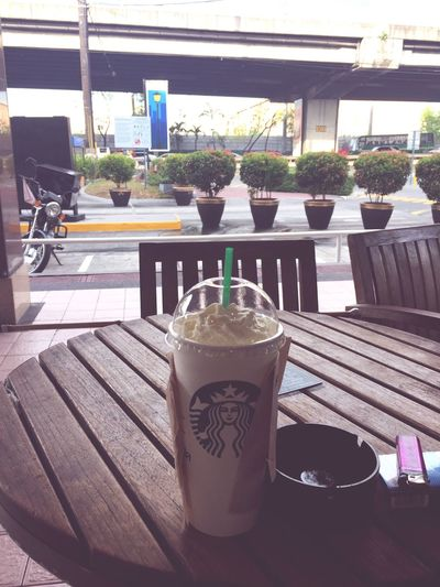 Starbucks Starbucks Coffee Cigarettes Mevius Afternoon Malaya Alone Enjoying Life Enjoying The View Tired