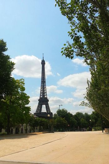 No People Tree Sky Day Eiffel Tower Eiffeltower France Paris Paris ❤ Sunny Day Travel Europe Trip Eurotrip Nature Clouds And Sky Loveit The Secret Spaces Summer