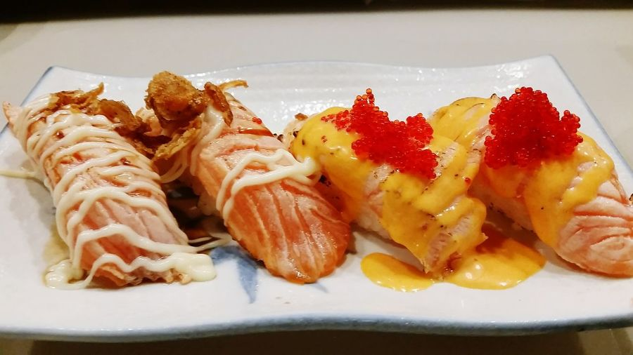 Grilled Salmon Sushi & Spicy Grilled Salmon Sushi Japanese Food Salmonsushi Salmon Sushi Grilledsalmon
