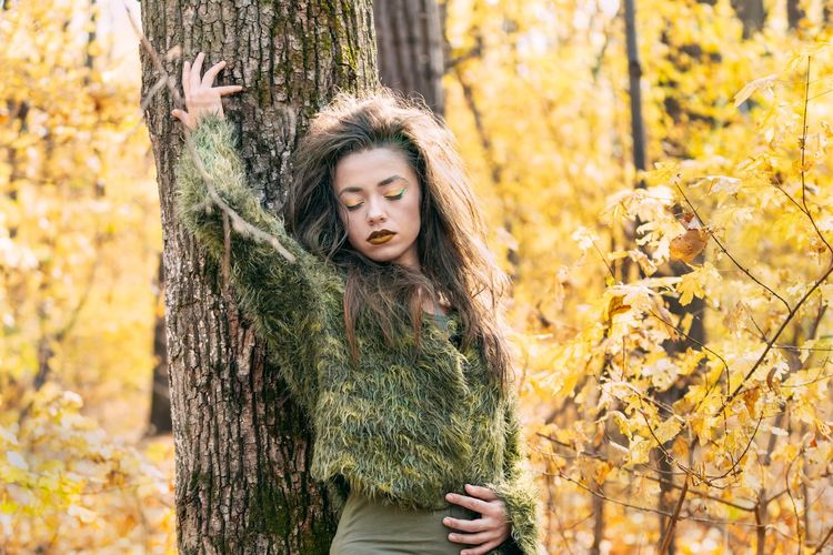 She wanted classic sensual posture. My fav of all times😩 Nature Portrait Of A Woman Women Colors Colours Eyes Closed  Tree Young Women Warm Clothing Portrait Forest Beauty Leaf Autumn Autumn Collection WoodLand Lush Foliage Dense Woods Tree Trunk