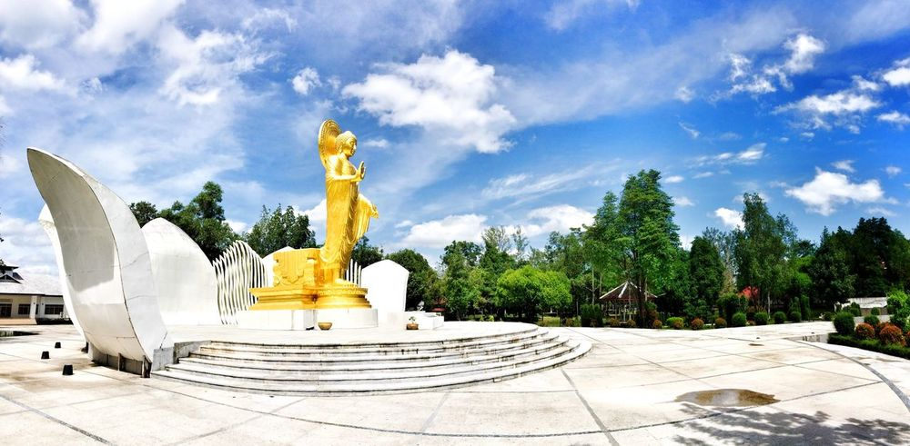 พุทธมณฑล Trat,Thailand Lord Buddha My Country In A Photo