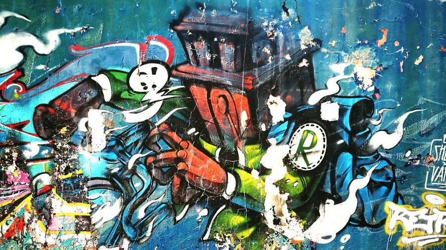 武汉 棋盘街EyeEm Selects 涂鸦 Graffiti Street Art Art And Craft Spray Paint Outdoors City Artist Multi Colored Day Painted Image Architecture Ghetto People