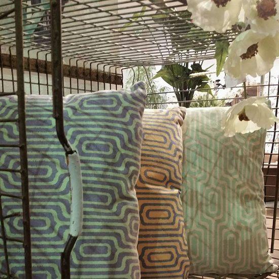 Nuevos Cojines geometric Print , sin duda lo más Trendy de esta temporada. P.V.P. 17,95 € con relleno. Alea Conceptstore Trendy Geometric Cushions  Home Chic .