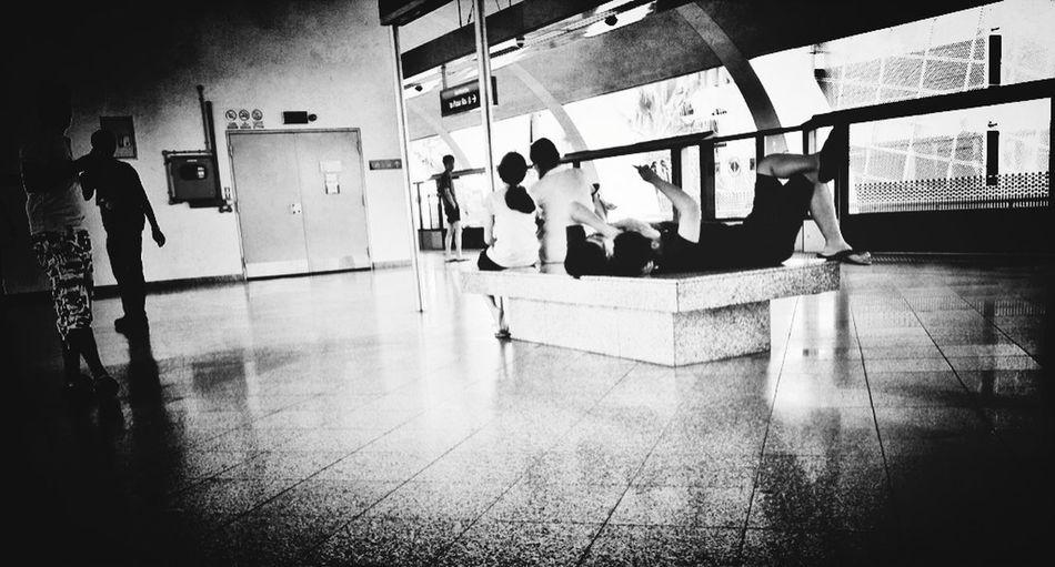 Kids Train Station Streetphoto_bw Eye4photography