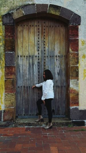 Built Structure One Person Building Exterior Architecture Doorway Lifestyles Standing Child One Woman Only Childhood Real People Outdoors People Adult Women Full Length Door Day Sony Xperia Songbird  EyeEmNewHere Panamá Womans XperiaM5