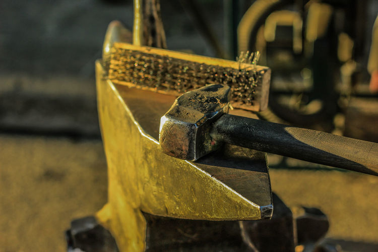 Blacksmith  Yunque Brushed Metal Canonphotography Close-up Day Focus On Foreground Hammer Metal No People Outdoors Rusty Yellow