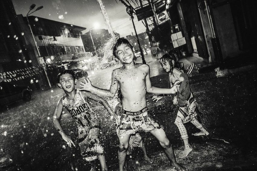 Manila (36) Philippines Blackandwhite Monochrome Streetphoto_bw Night Rainy Days ManilaStreetPhotography Children Happiness Urban The Street Photographer - 2017 EyeEm Awards