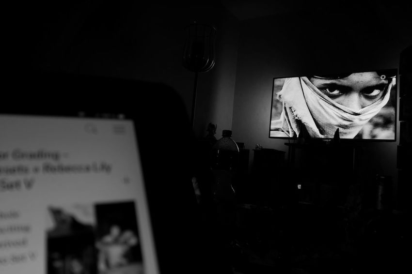ON TV Huawei Huawei P20 Pro Monochrome Blackandwhite Close-up Capture Tomorrow