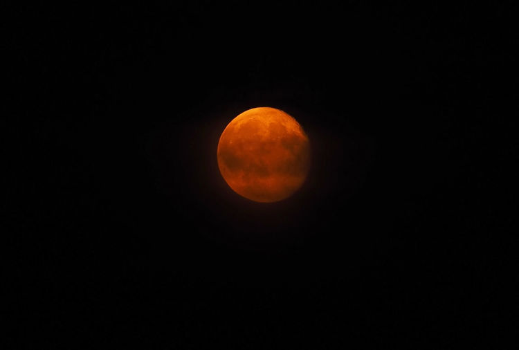 Bloodmoon, july 2016 (real photography) 2016 Best Shots Nature Himmel Universum All Astronomy Astrophotography Beauty In Nature Bloodmoon Blutmond Echte Fotografie Mond Moon Moon Surface Nature Night No People Orange Color Outdoors Planetary Moon Real Photography Scenics Sky Space Weltraum