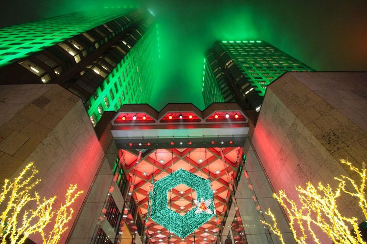Fog Foggy Complexedesjardins Christmas Decorations Christmastime Urbanphotography Urban Landscape Nightphotography Buildings Commercial Centre  Green Streetphotography Nightcolours