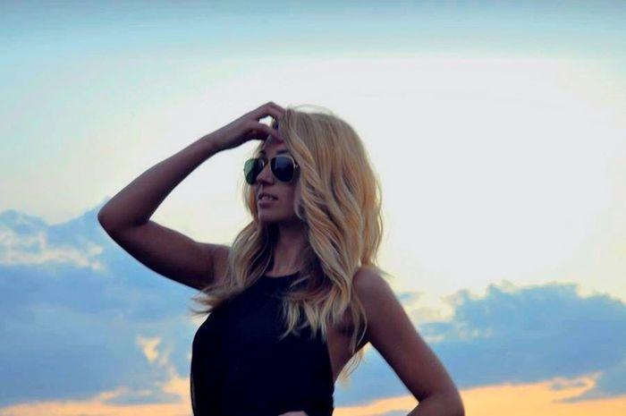 كن لي غريبا فالأحبة يرحلون دائما Blonde That's Me Hello World Hi! Taking Photos Enjoying The Sun Fresh Air Escaping Blondie
