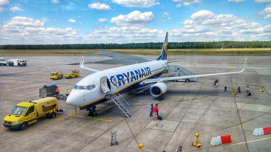 Cloud - Sky Transportation Outdoors People Travel Ryanair Nuremberg Airport Boeing 737 Lowcost Airport