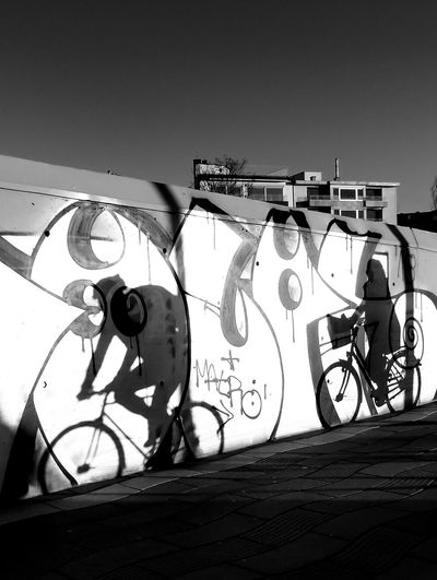 Schattenfahrrad Bycicle Black And White Blackandwhite Black & White Street Photography Streetphoto_bw Streetphotography Street Art Graffiti Spray Paint Modern Art