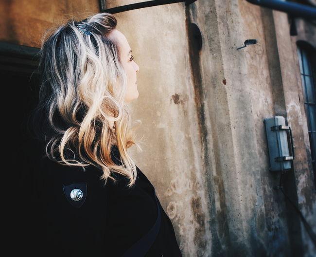 Smile.... Blonde Woman Portrait Half Profile Smile Me EyeEm Selects Blond Hair Beauty Human Back Window Close-up Hair Human Hair #FREIHEITBERLIN The Portraitist - 2018 EyeEm Awards