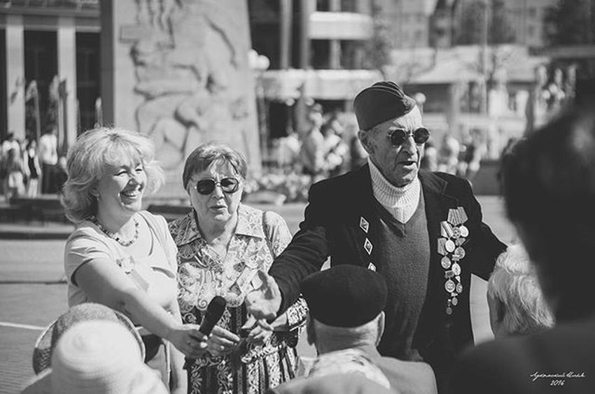 Old stager HERO 9may 9мая ДеньПобеды Victoryday Veteransday Veterans Veteran Blackandwhite Black_white Bnw Bw Sunglasses Interview Reportage Medals Celebration Oldman Portrait Nikon Nikon_photography_ Photography Photo Instagram