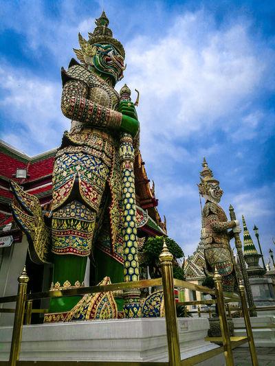 Temple Thailand Giant