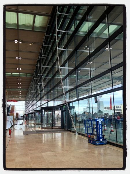 A huge wall of steel and glass at the Airport Flughafen Taking Photos Architecture
