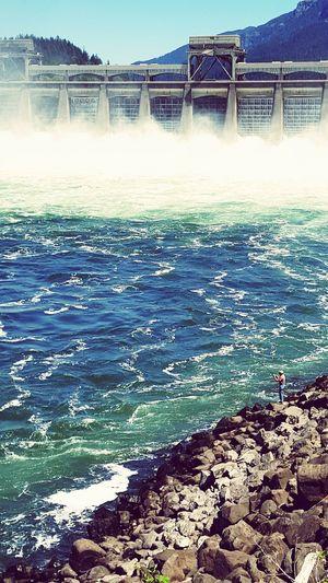 Bonneville Dam Water Fisherman Shoreline Oregon Blue Sky White Water