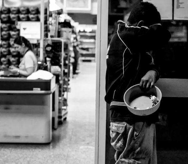 Making money Black Black & White Black And White Black And White Collection  Black And White Photography Black&white Blackandwhite Blackandwhite Photography Blackandwhitephotography Blackwhite Bombom Day Good Night Goodnight Indoors  Make Money Makemoney Making Money People Photography Real People Street Streetphotography