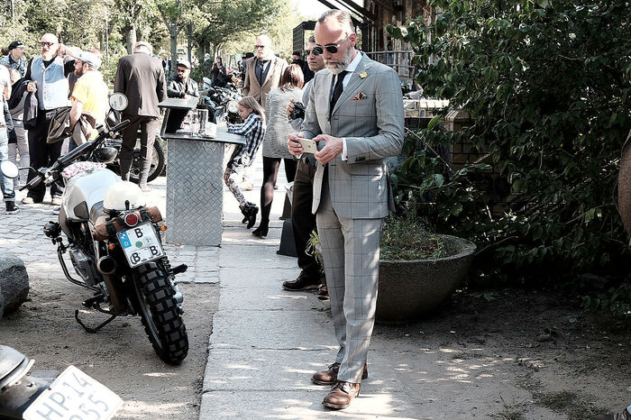 Gentlemans Ride Anzug Berlin Gentlemans Ride Gentlemen Groebe Motorcycle Motorrad Sunglasses