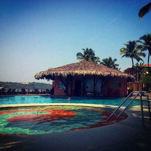 Goa Marriott Poolbar Chilling WheresMyBeer