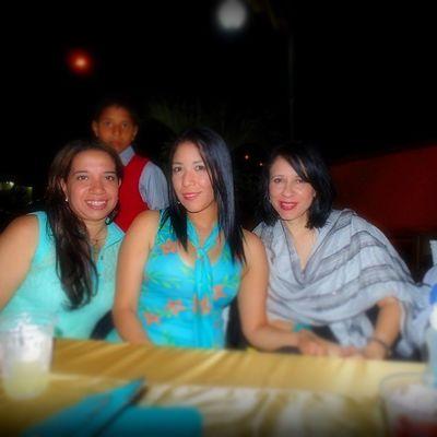 Con mis amigas @maryangelina26 y @zorelvismontoya bellas Matrimonio SanabriaMendoza