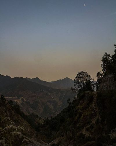 Never waste any amount of time doing anything important when there is a sunset outside that you should be sitting under! Sunset Uttrakhand Journey Travel Memories Moon Bluehour Sunsets Hills Himalyan Trees VSCO Vscocam Light Lights Lightroom Adobe Canon Canonindia