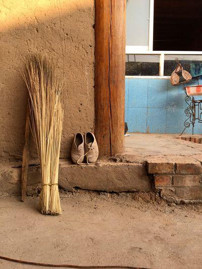 160805 티벳 사람들이 모여 사는 가령촌 안의 야까마을, 묵었던 집의 한 구석, 흙, 따뜻함 First Eyeem Photo