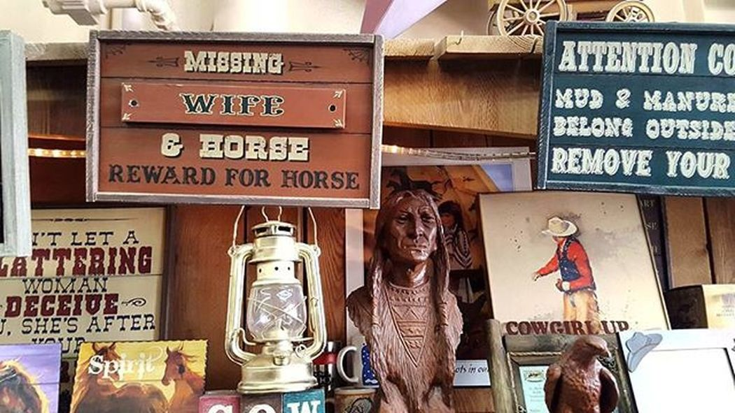 Minot Nd USA Cowboys Shop Downtown Antique Signs