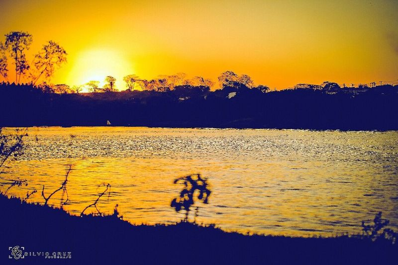 Aquele final de domingo que todos respeitam... Sunset Nature Orange Color Togetherness Water Beauty In Nature Silhouette Lifestyles Scenics Lake Outdoors First Eyeem Photo
