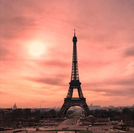Francia France🇫🇷 Paris Paris, France  Paris ❤ Paris Je T Aime Torre EiffelSteel TourEiffeil Tower Monument Architecture Built Structure Travel Destinations Metal Sunset Sky Dramatic Sky No People Tourism Cloud - Sky Outdoors City History