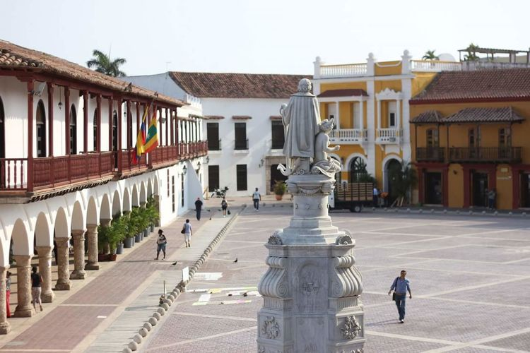Square. Architecture City Architectural Column Politics And Government Government Statue Outdoors People Adults Only One Man Only Day Adult One Person Only Men Color Summer City Building Exterior Tropical Tropical Climate Motion Vacations Fresh On Eyeem  Architecture Colonial Architecture This Is Latin America