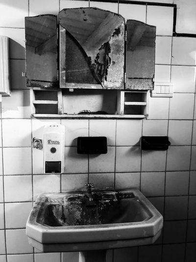 Bathroom Domestic Room Sink Bathroom Home Indoors  Hygiene Faucet Domestic Bathroom Bathroom Sink No People Mirror Dirty Abandoned Stainless Steel