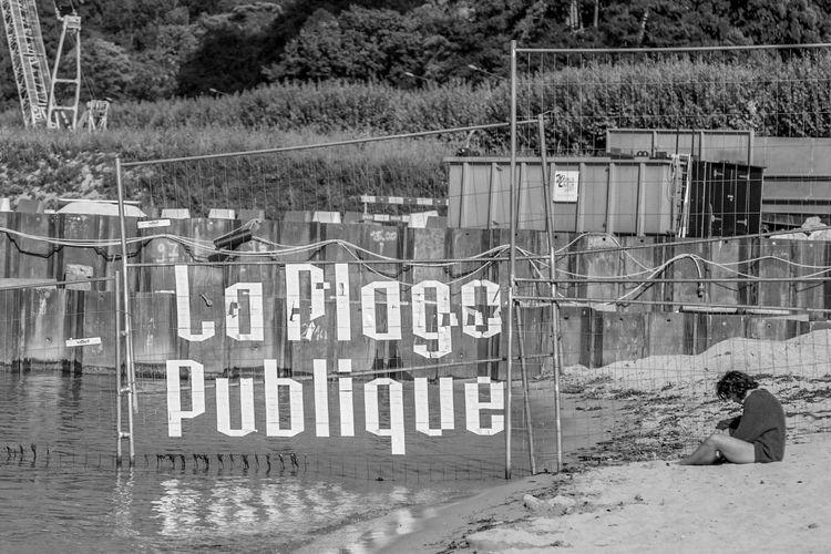 La plage publique de Genève Plage Text Communication Western Script Day Architecture Built Structure Sign Outdoors Barrier