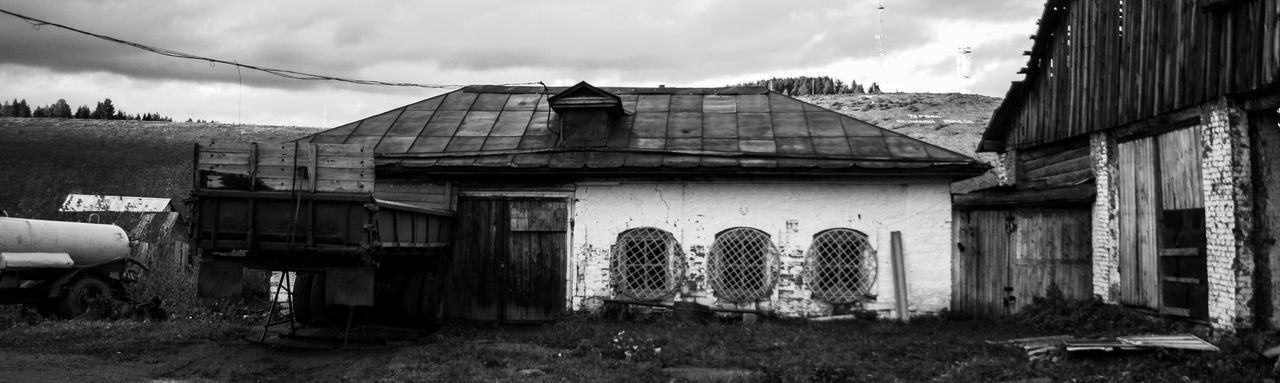 EyeEm Best Shots EyeEmNewHere EyeEm Selects EyeEm Gallery Best EyeEm Shot Art And Craft Light Black And White Black & White Architecture Building Exterior Built Structure Deterioration Entryway Run-down Entrance Entry Rusty Shipwreck Peeling Off Open Door Damaged Obsolete Door Closed Closed Door Abandoned Bad Condition Door Knocker Weathered My Best Travel Photo