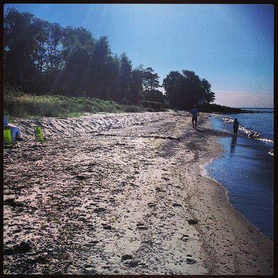 Ytterliggare en dag med mycket bra sommar väder, rätt coolt att ha huset 50 meter från stranden. Svarte HTCOneX Strand Sweden