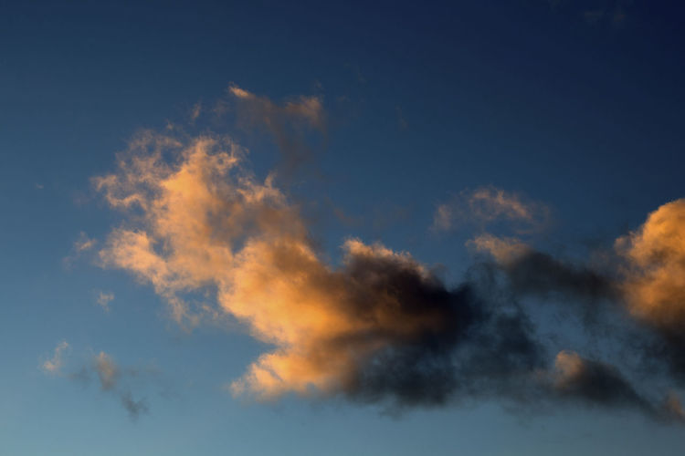 Cloud - Sky Sky Beauty In Nature Scenics - Nature No People Blue Tranquility Nature Tranquil Scene Wind Low Angle View Environment Backgrounds Copy Space Atmosphere Outdoors Cloudscape Sunset Meteorology