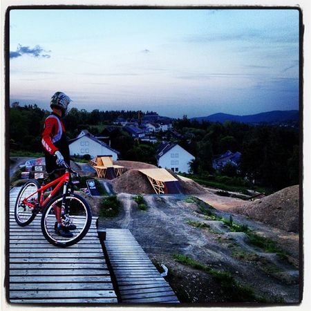 Mit dem Stefan :) Bikepark IPhone Slopestyle Nature Cloud Sport Mountainbike Outdoor Iphonography MTB 10likes Winterberg Instagood 15likes