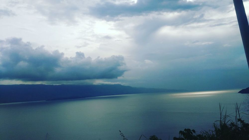Sommergefühle Nature Scenics Reflection Lake Outdoors Cloud - Sky Water No People Landscape Sky Tranquil Scene Fog Beauty In Nature Mountain Tranquility Tree Forest Day Rural Scene Horizon Over Water Toba Lake North Sumatera