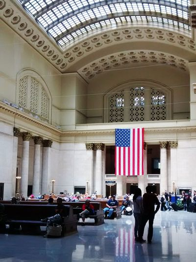 Travel Destinations Travel Architecture Tourism Luxury Indoors  Chicago ♥ Chicago Architecture Traveling Unionstation Architecture Transportation Railroad Station Daytime People Waiting American Flag Amercianvintage