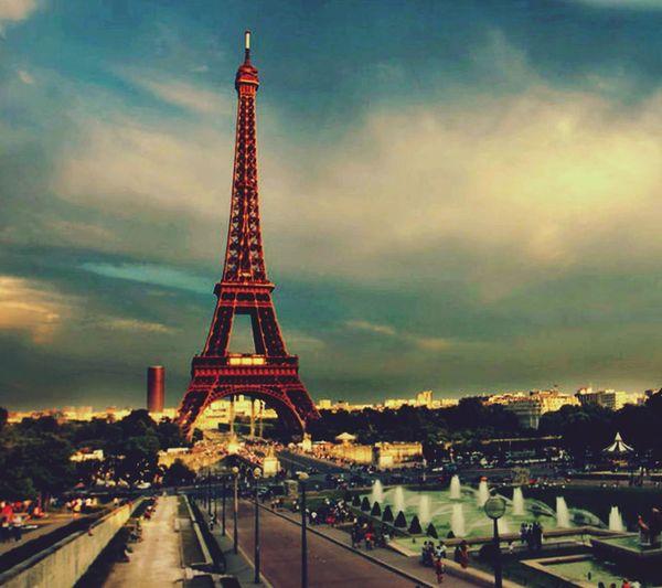Eiffel Tower Eiffeltower🇫🇷😛😛 Eiffel Tower From Afar Beautiful Sky Beauty In Ordinary Things Paris, France