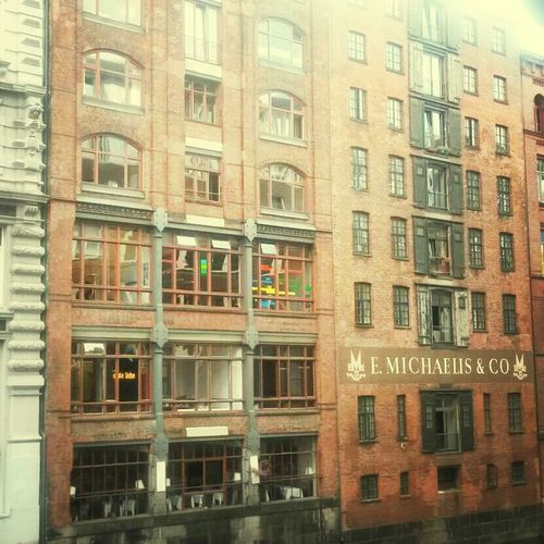 lovely buildings at Michaelis Brücke - still Erste Liebe Bar