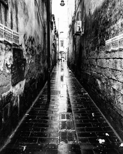 Vicolo di Napoli Street Street Photography Blackandwhite Blackandwhite Photography Campania Streetphotography Streetphoto_bw Napoli ❤ Iphoneonly Biancoenero IPhoneography Napoli Strade